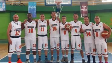 Hal Cover, campeón de la I Copa Maxi Baloncesto